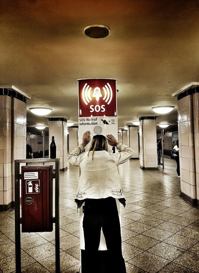 Around the twist! Berlin Sos Distress Train Panic Woman Helpme Train Station Kottbusser Tor