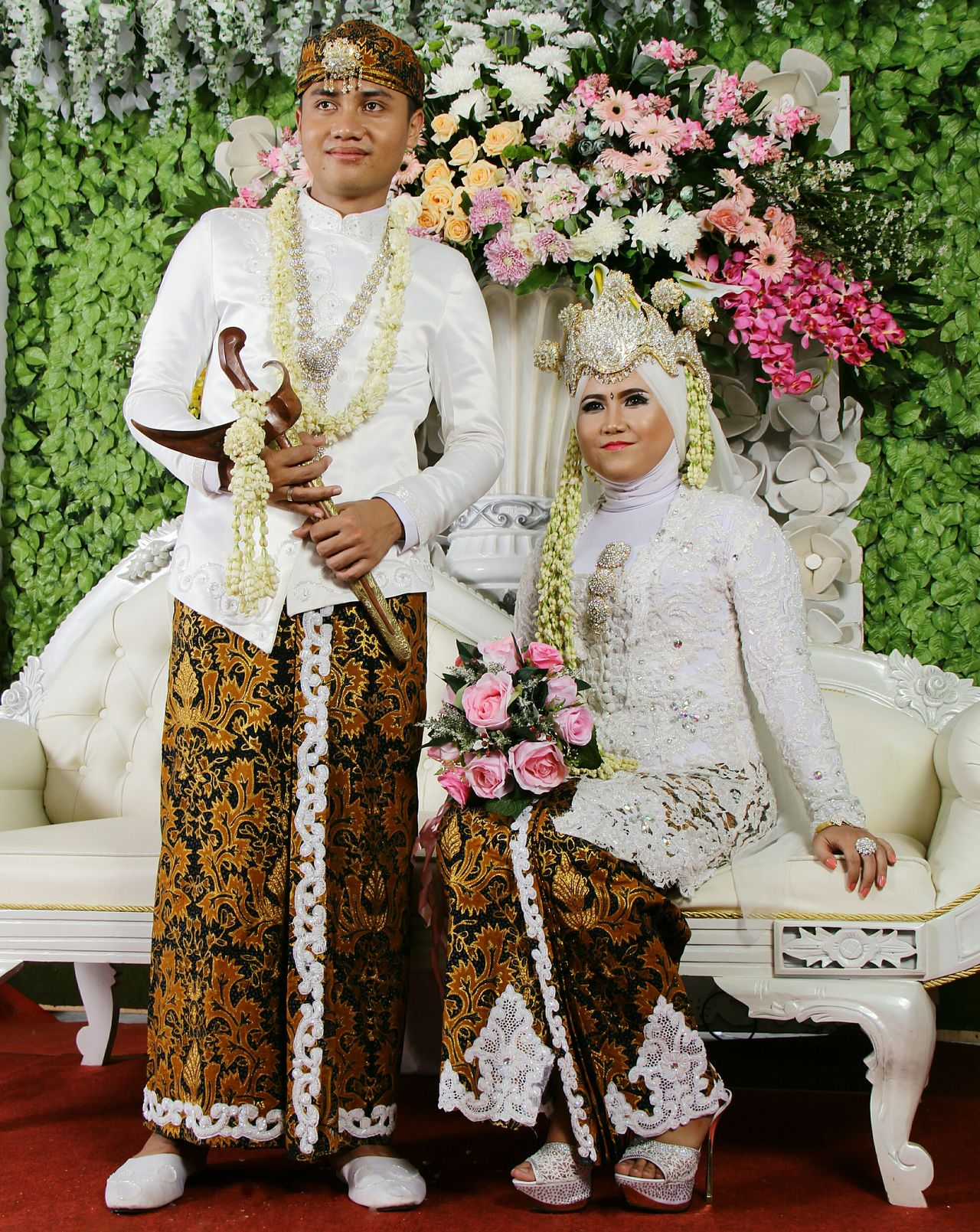The Traditional Weddig Dress. Java, Indonesia. People History Cultures Religion Two People Traditional Traditional Culture Traditional Costume Traditional Dress Wedding Weddinginspiration Weddingdress Wedding Dress Traditionalwedding Adat Jawa Javanese Culture Javanese Tradition Full Length Archival Child Flower Females Adult Outdoors Day