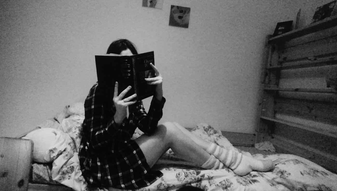 Reading Blackandwhite Black & White Oscarwilde Novels Enjoying Life Ilovetoread Home Sweet Home Relaxing