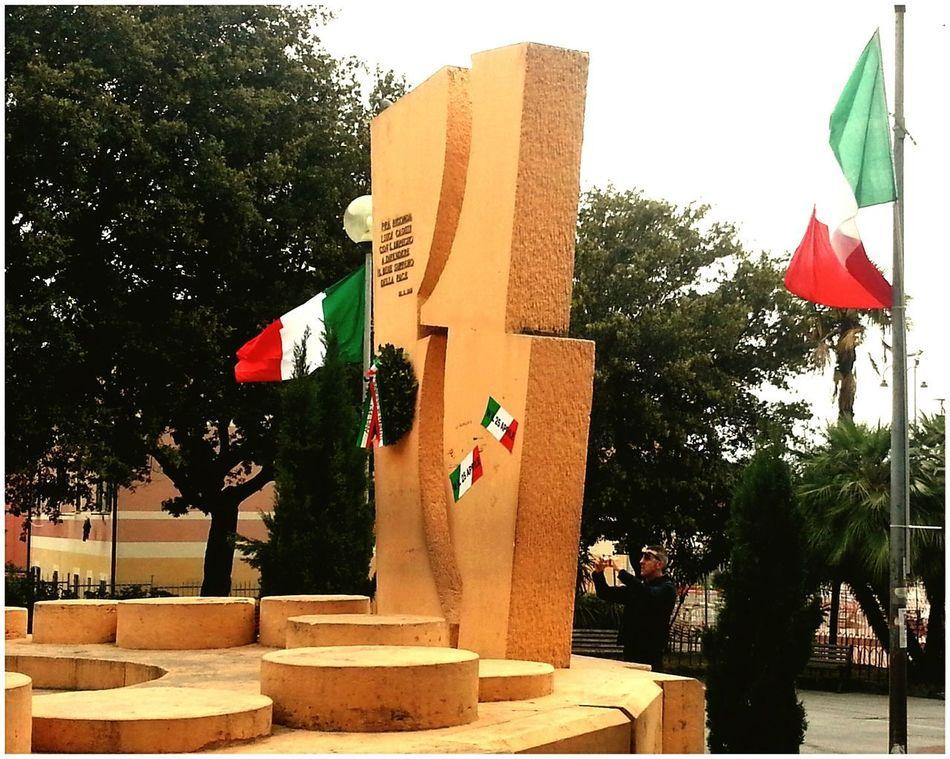 W il 25 Aprile Liberation Day ANPI Antifaschismus Tree Flag Day Outdoors Patriotism Sculpture Resistenza Genova città medaglia d'oro della Resistenza Genoa is Antifaschista