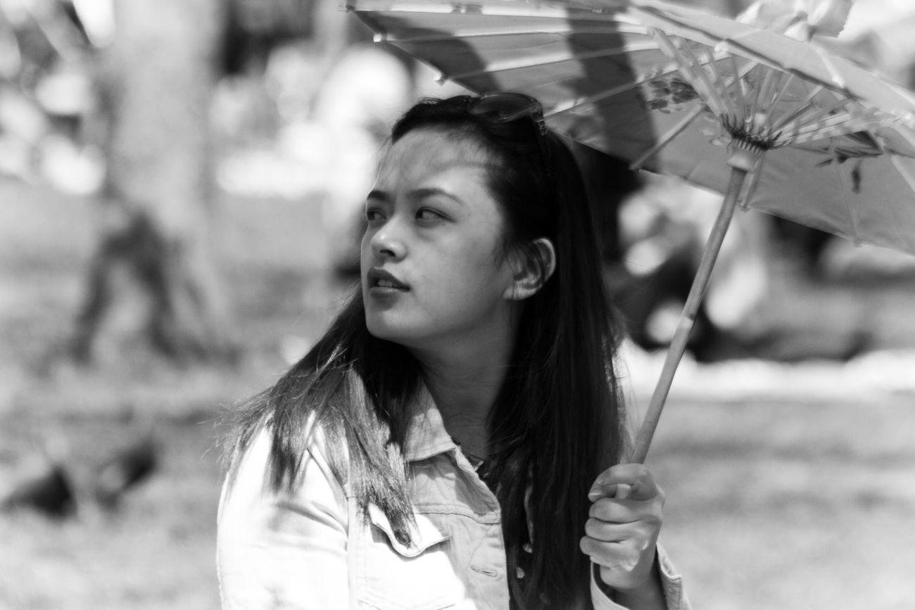 Woman Portrait Of A Woman Asian  Asian Girl Girl Parasol Umbrella Black And White Photography Black And White Blancoynegro