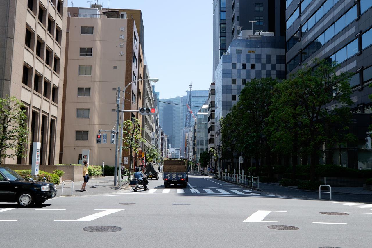 虎の門 City Fujifilm Fujifilm X-E2 Fujifilm_xseries Japan Japan Photography Office Building Road Road Marking Street Streetphotography The Way Forward Tokyo Tokyo Street Photography Toranomon Xf35mm 日本 東京 虎ノ門