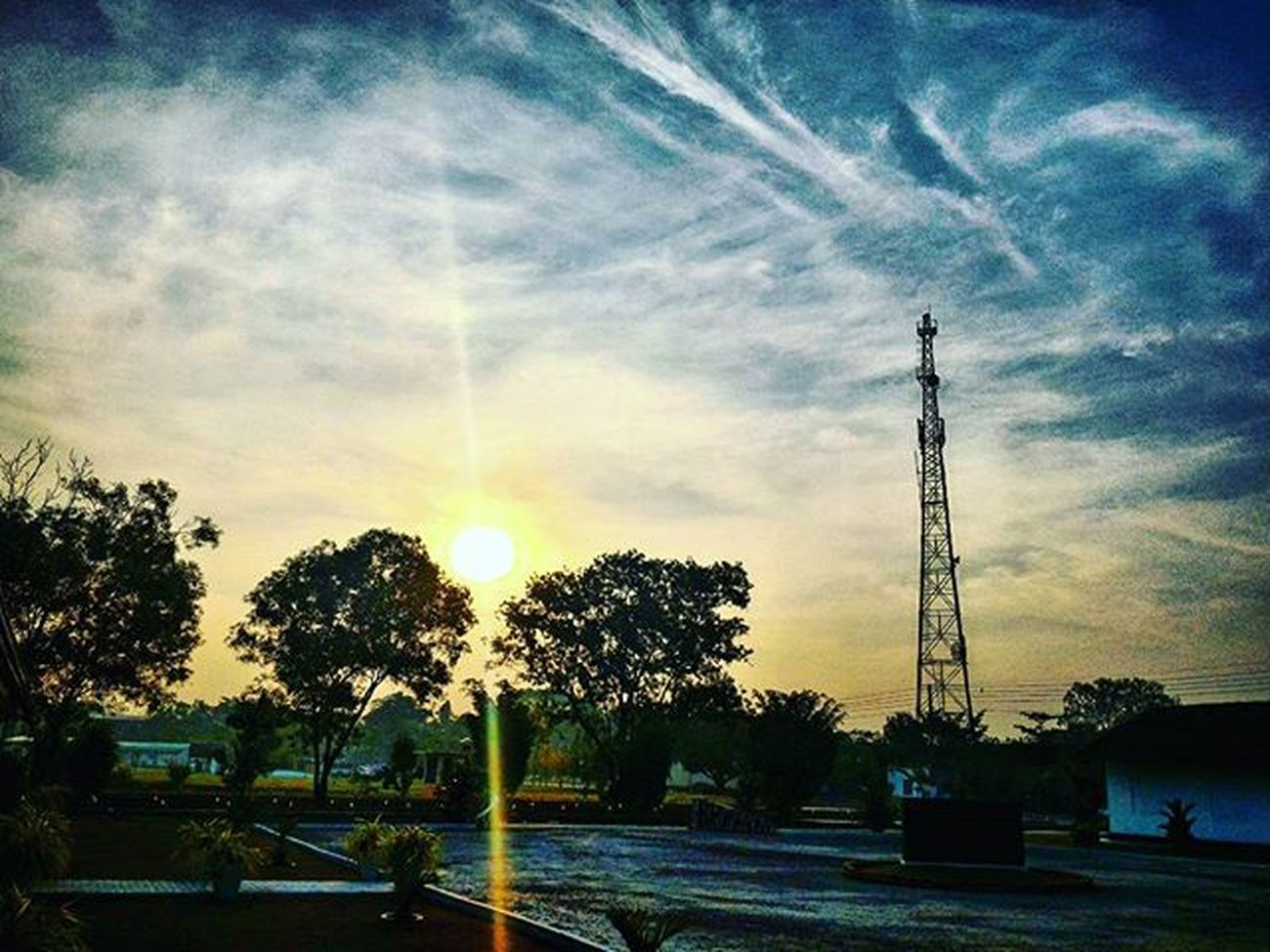 🌄 Goodmorninginsta Beautifulsky Beautifulnature Sunrise Httc SLAF Tower Clearsky Sunrays Zenfone2camera