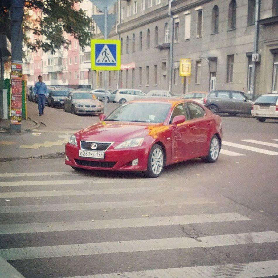 этот перекресток (капельский-гиляровского) так и притягивает любителей изящной парковки хам сказочныйдолбоеб Зебра