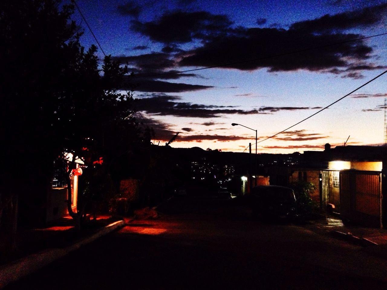 Cae la noche en enero... Streetphotography IPhoneography Urban@ndante