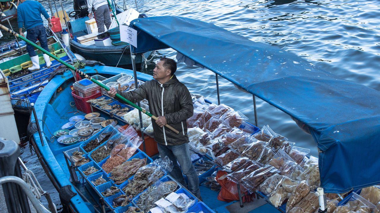 Hk Hongkong HongKong Hk Sky Sea Fash Fish Fisherman Seafoods SEAFOOD🐡 Seafood Market Seafood Lovers Man Hanging Out Blue Blue Sea Hello World That's Me Check This Out Enjoying Life Taking Photos