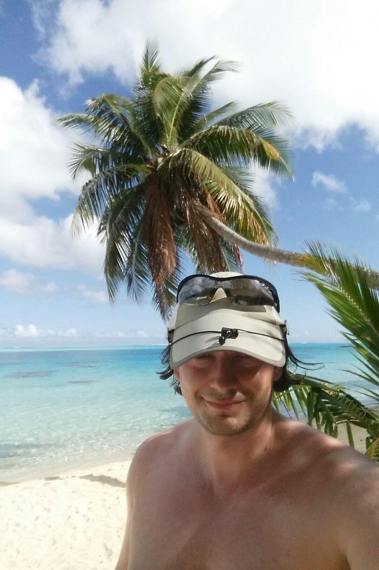 Beautiful stock photos of bora bora, palm tree, sunglasses, sky, looking at camera