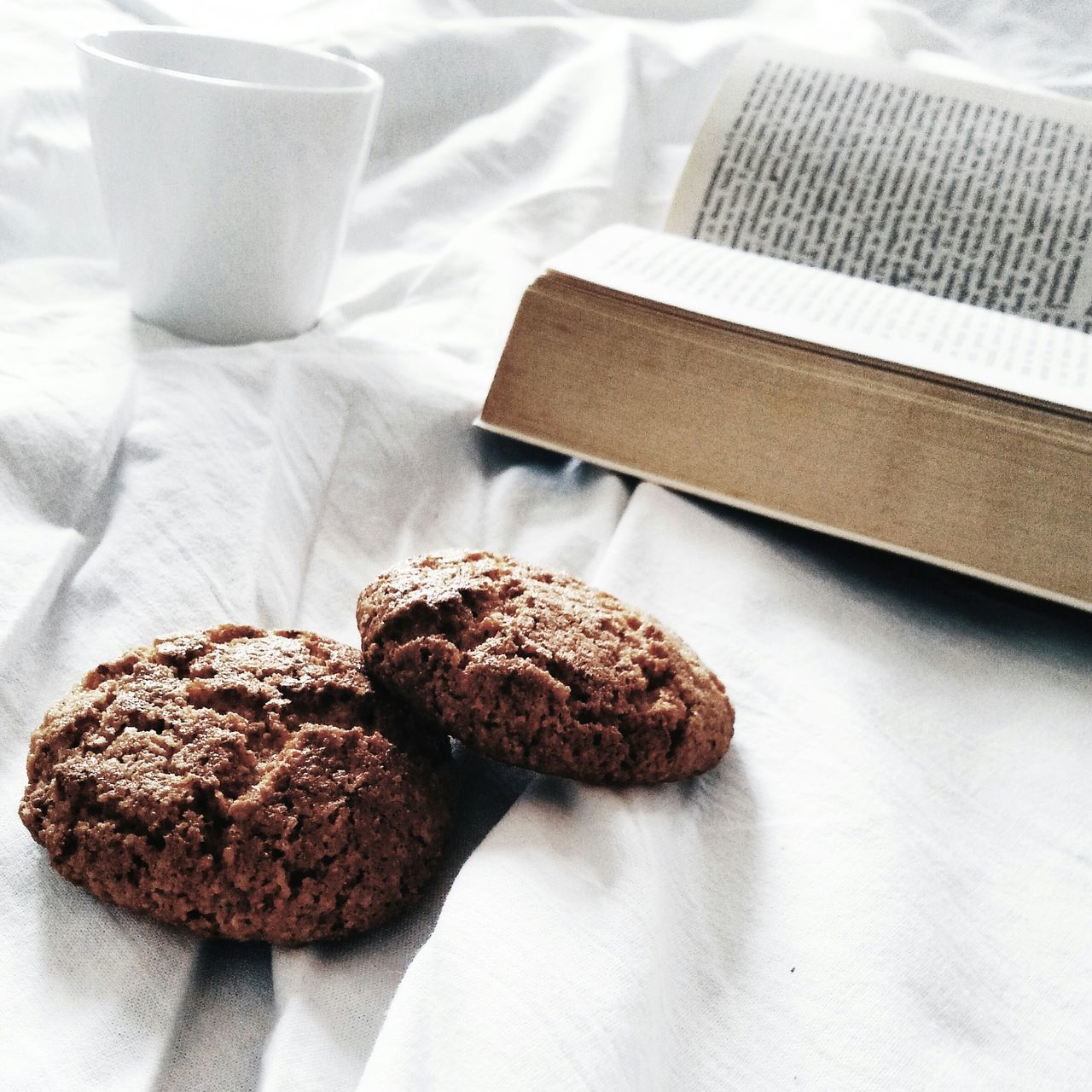 Beautiful stock photos of good morning, Bed, Book, Breakfast, Coffee - Drink
