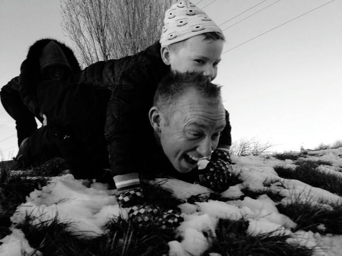 RePicture Giving Father&son Snowplay