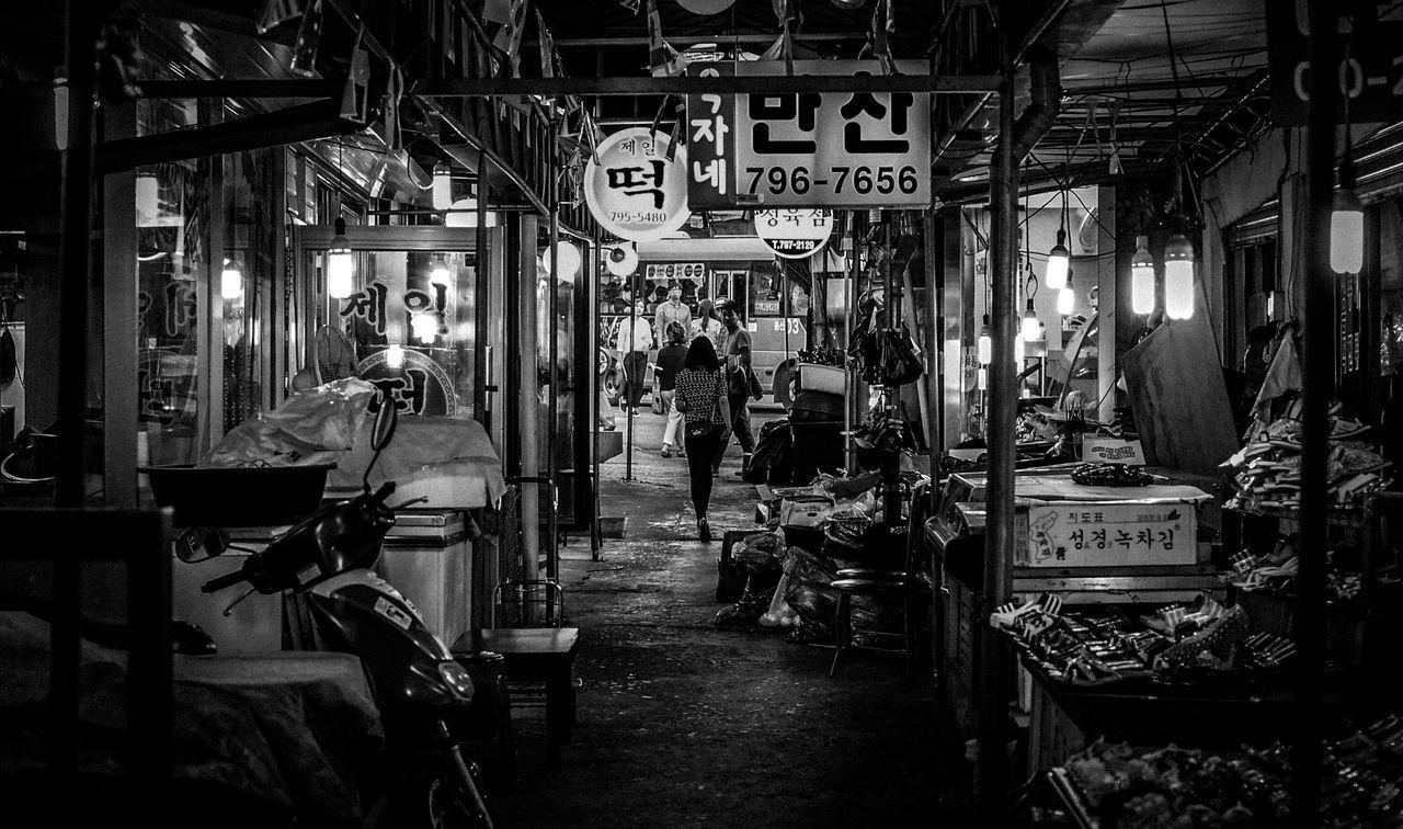 People Watching People Streetphotography Street The Street Photographer - 2015 EyeEm Awards Alley Blackandwhite Eye4photography  EyeEm Best Shots EyeEm Korea