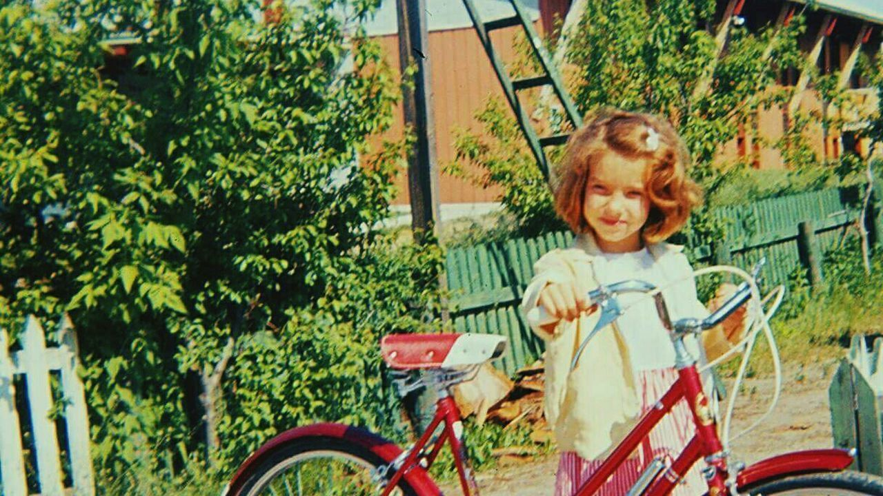 Mode Of Transport Young Child Lets Go. Together. So Long Ago Innocence Love Without Boundaries Sommergefühle