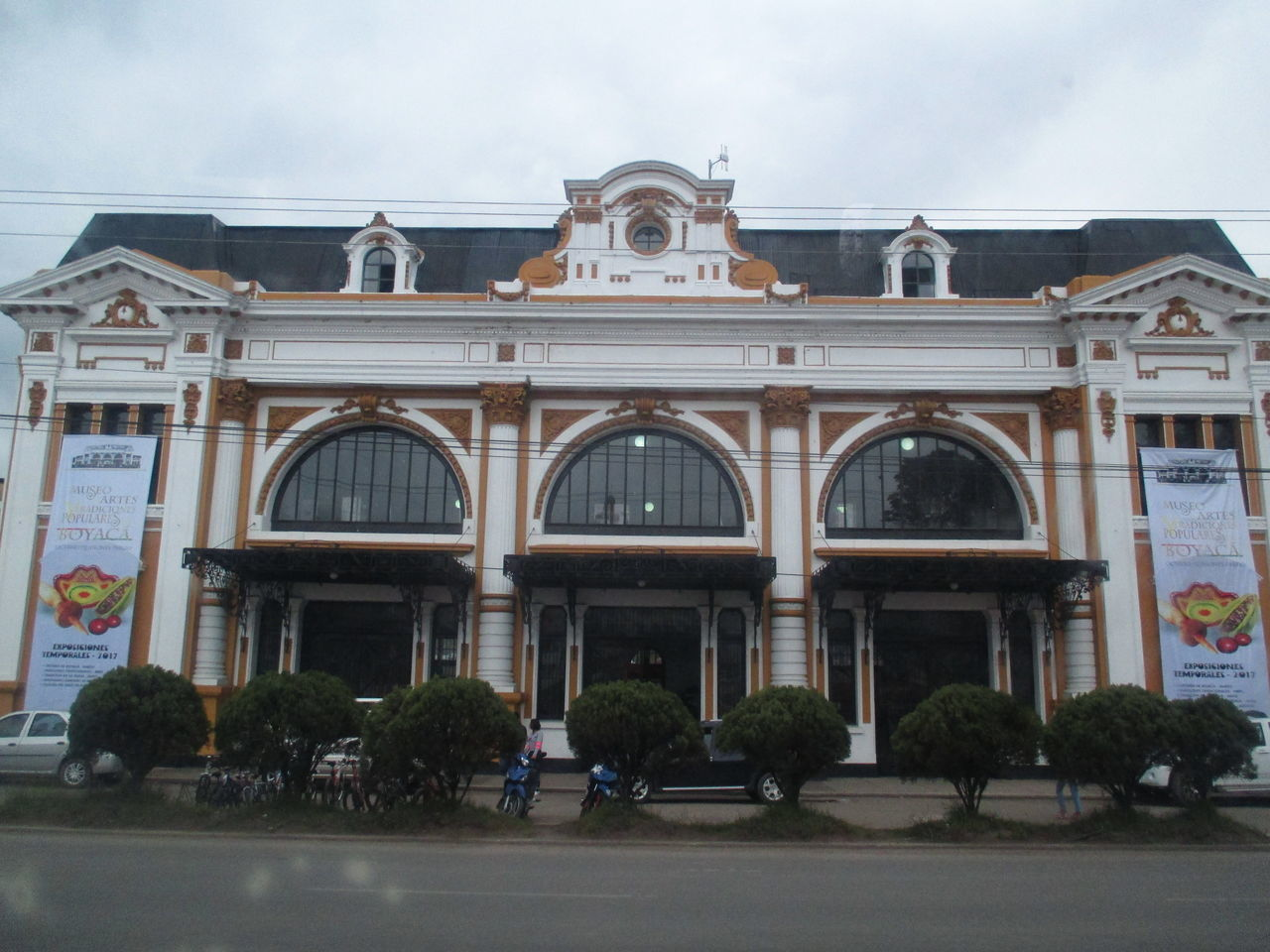 Architecture Arquitectura Arquitecture Building Exterior Built Structure Chiquinquira Day EyeEmNewHere Façade Fotografia History Iglesia Large Group Of People Men Outdoors People Place Of Worship Real People Sculpture Sky Statue Tree Viajar