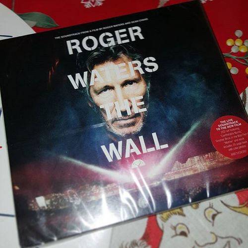 My favourite 😍 xmas gift... Italy Xmasday Natale  Xmasgift RegalodiNatale Rogerwatersthewall Cd Xmaspresent Christmaspresent ChristmasGift