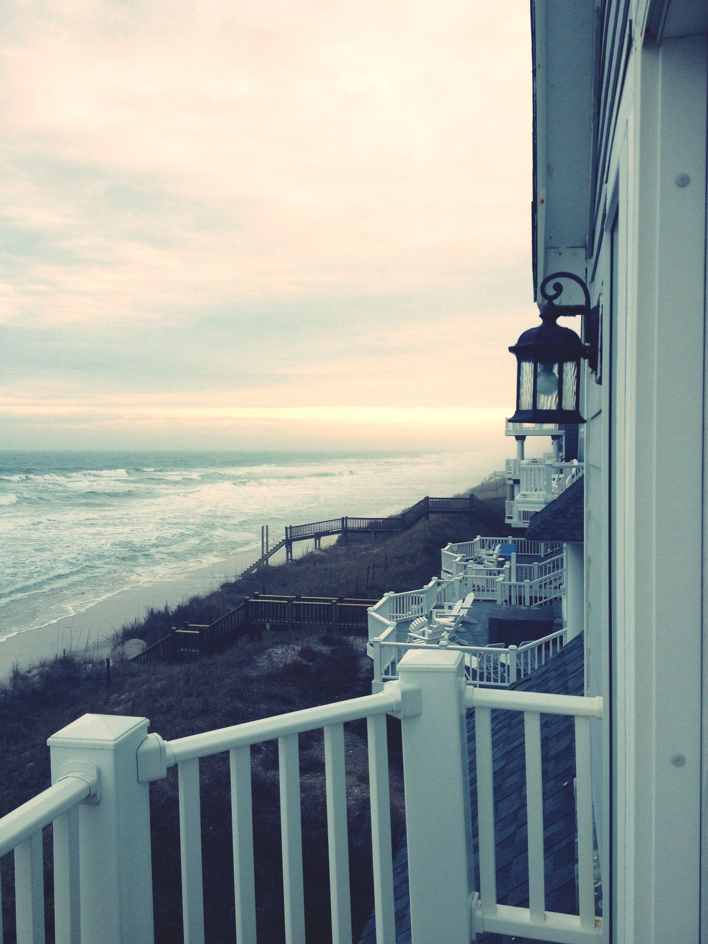 sea, built structure, architecture, horizon over water, sky, building exterior, water, cloud - sky, beach, railing, scenics, beauty in nature, nature, cloud, tranquility, tranquil scene, outdoors, shore, no people, idyllic