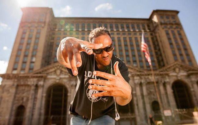Be-troit (null)Detroit DetroitMichigan Detroit River Detroit Vs Everybody Poetrycommunity Hip Hop Eye4photography  Posing Posing For The Camera Pose Poser