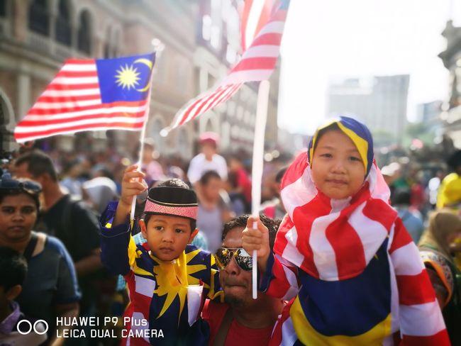 Flag Large Group Of People Huawei P9 Plus Huaweimobilemy Huaweiphotography Huaweip9my Huaweimobileapac National Flag Group Of People