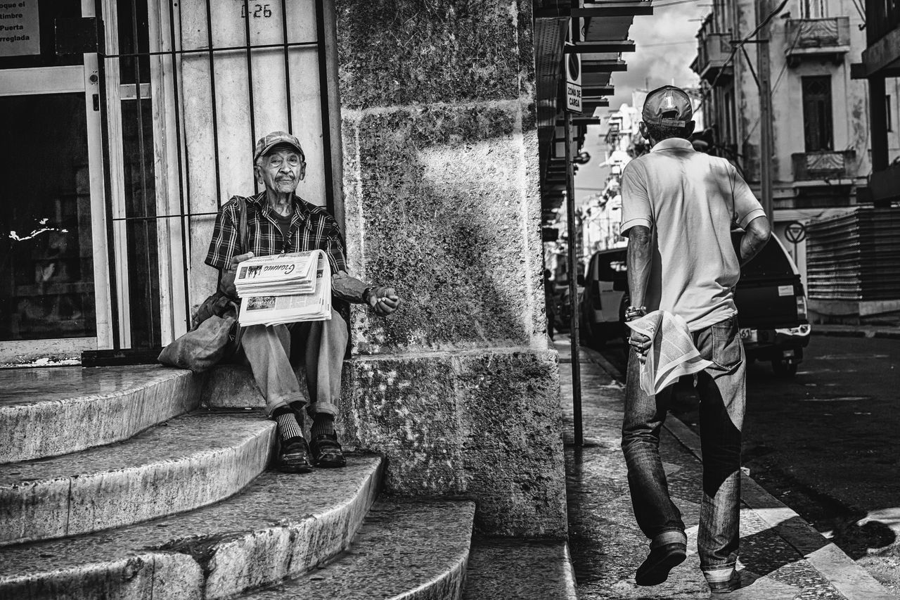 Black And White Building Exterior City City Life Cuba Collection Cuban Cuban Life Getting Inspired Lifestyles Newspaper Old Havana Old-fashioned Outdoors Real People Stairs Street Streetphotography