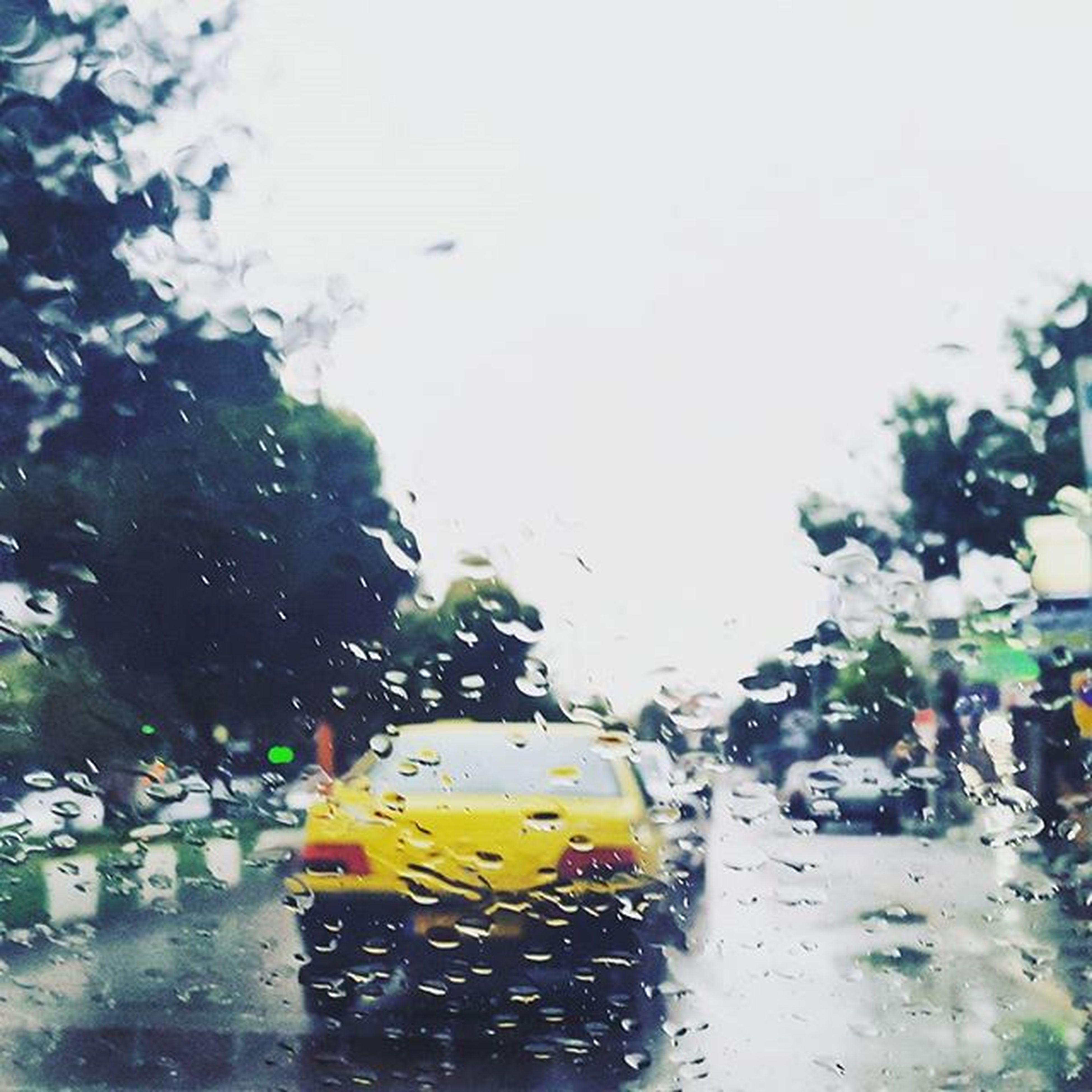 ▫ پیامبر (ص) فرمود : هر كس برای حسين گريه كند يا ديگران را به گريه وادارد يا خودش را به گريه بزند بهشت بر او لازم است! باران_اشک_فرشته_هاست گریه_بر_حسین موضوعیت دارد. میدونی_کیا_واسه_حسین_گریه_کردن؟ ! دیگه_نگو_گریه_نکن . . عکس: باران دیروز شیروان