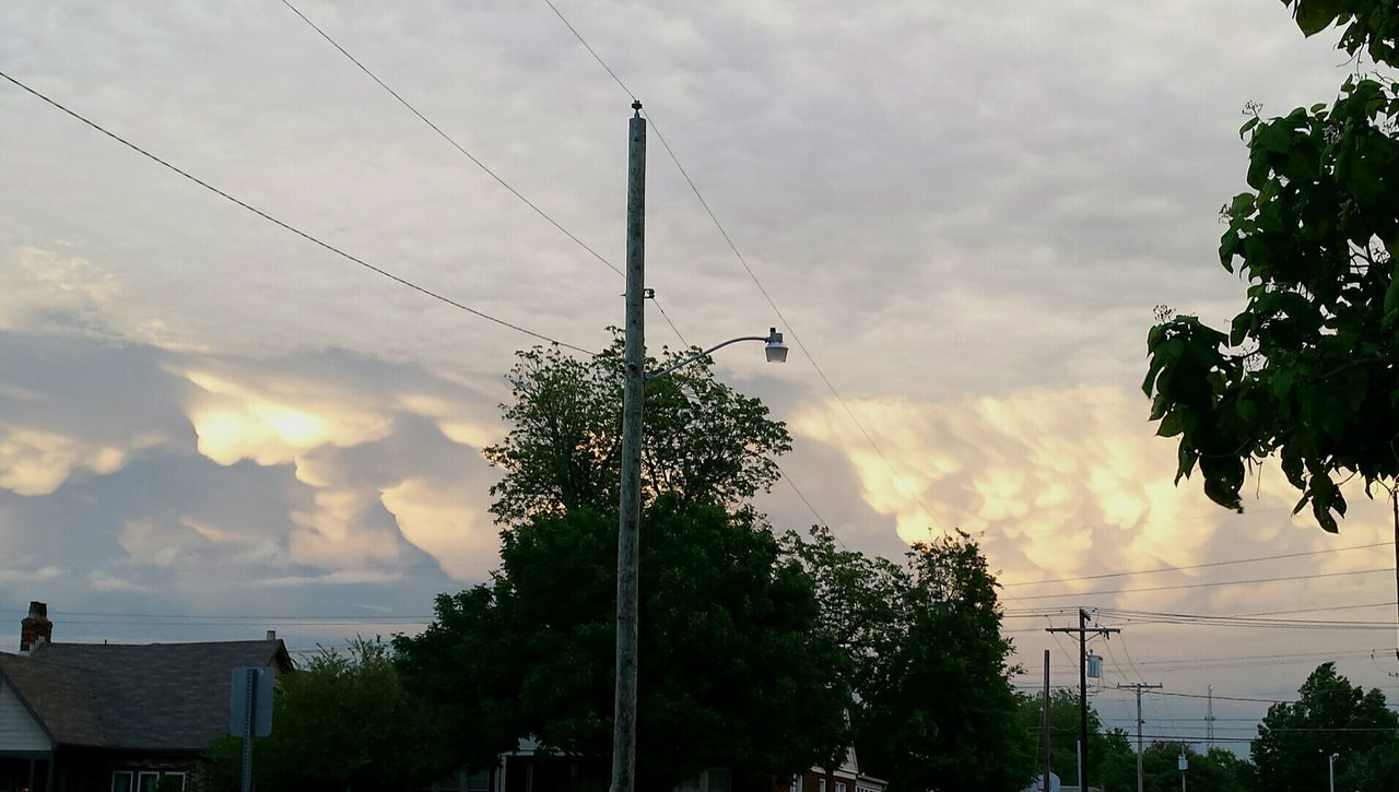 Beautiful clouds. Tree Cloud - Sky Cable Electricity  No People Day Sky Outdoors Electricity Pylon Nature Telephone Line Technology Beauty In Nature Storm Cloud Tulsa, Oklahoma Tulsa Oklahoma Oklahoma Skies Beauty In Nature Oklahomaphotography Nature Blue Sky Power In Nature