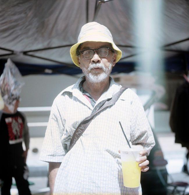 Street portrait 👴🏼 120mm Rolleiflex Analog Film Filmisnotdead Film Photography Streetphotography Believeinfilm Keepfilmalive Ishootfilm Portra160 Portrait Filmportrait