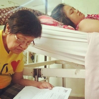 It really hurts me whenever I view this photo of my Ate Ria lying down on her hospital bed due to her illness. Hoping to spend Christmas, New Year and my Birthday with them completely at home. My Birthday Wish: Gumaling agad sya as soon as possible. Family Pray Kapitlang