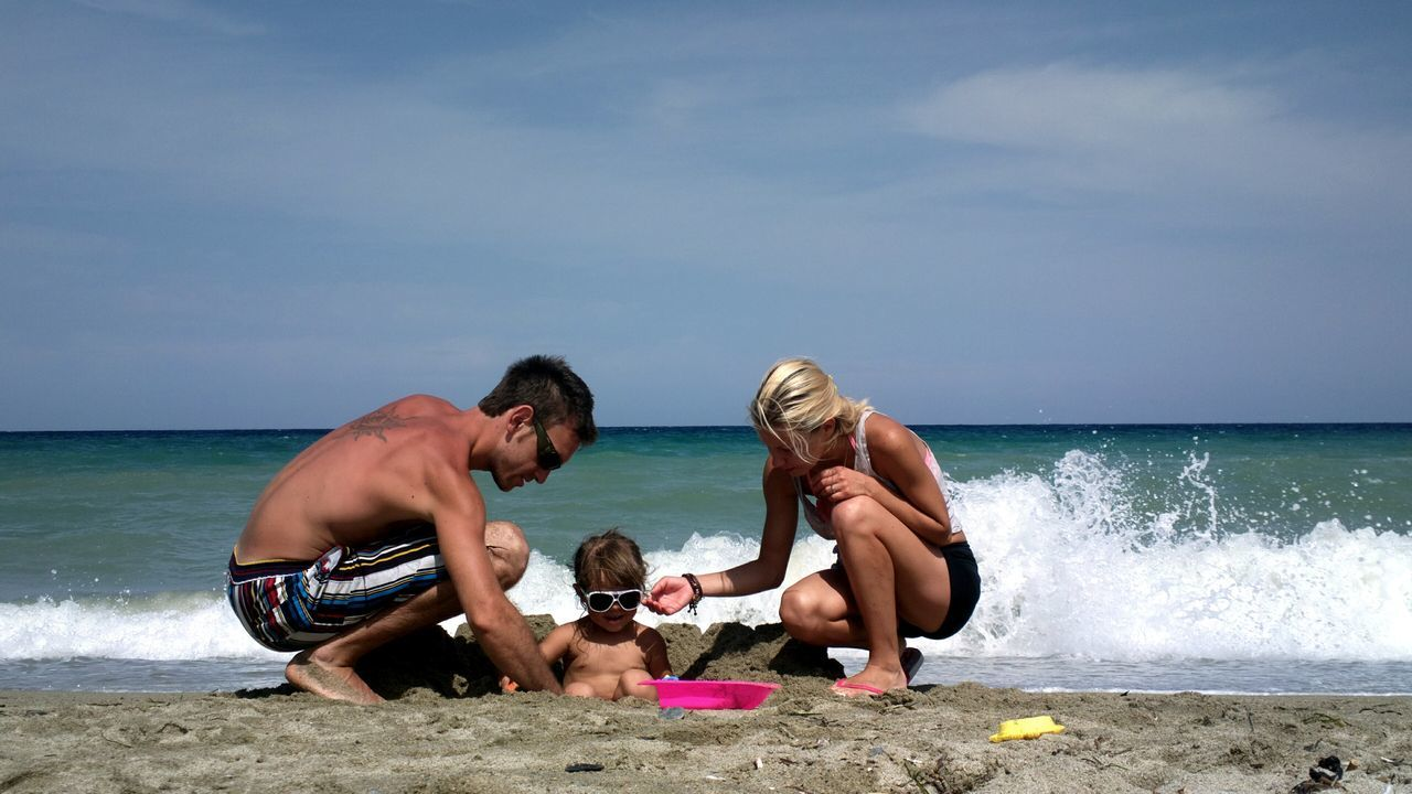 Beach Enjoyment Fun Real People Sand Sea Togetherness Vacations