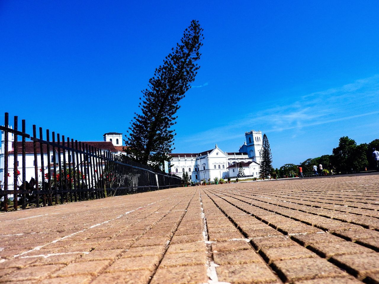 architecture, building exterior, built structure, blue, day, outdoors, tree, no people, sky, clear sky