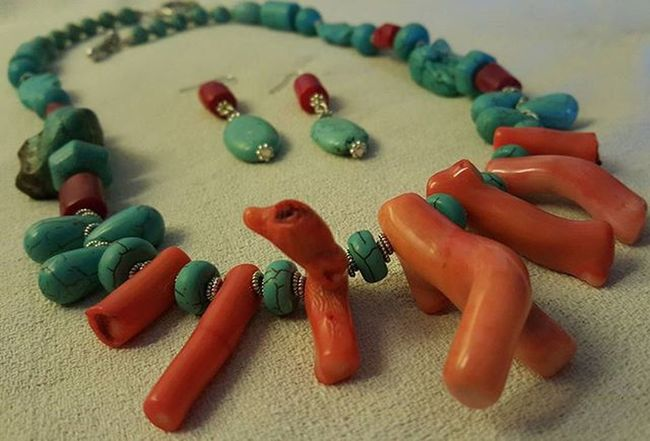 Summer jewelry: color and beauty! Coral and turquoise stone! 👙🌞🌊🌴🍉🍅🍦🍹🍺🏊🏄 😆 Setbigiotteria Setjewelry Jewelryhomemade Necklacehomemade Coral Turquoise Turquoisestone Bigiotteriaartigianale Bigiotteria Summerjewelry Hobby Corallo Turchese Pietraturchese