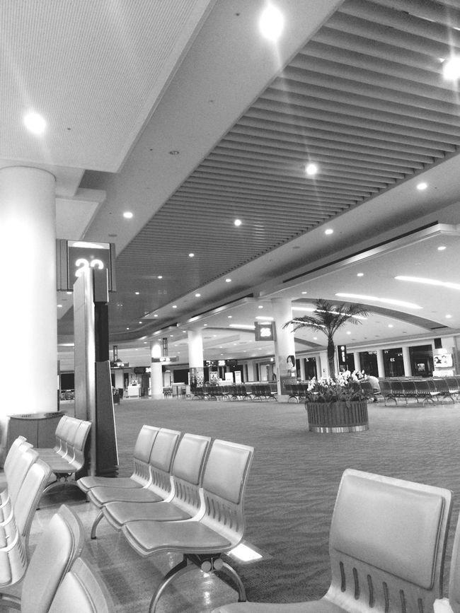 最終便で東京出張。寂しい空港… Buisness Trip Airport