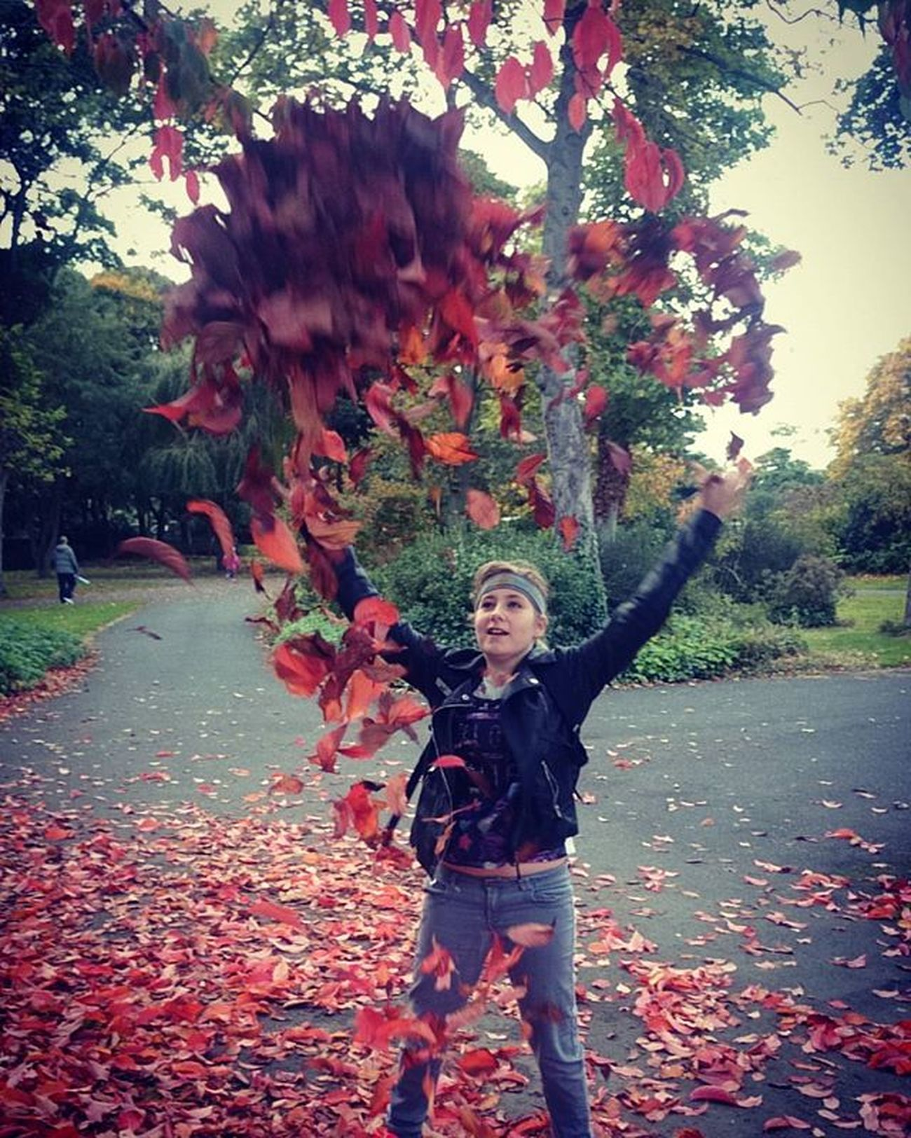 My youngest Tia, throwing leaves into the shape of a heart! The force is strong with this one! 😁 Autumnalleaves Fallleaves Autumcolors Autuminuk Dadliferules Dadlife Mydaughterrocks