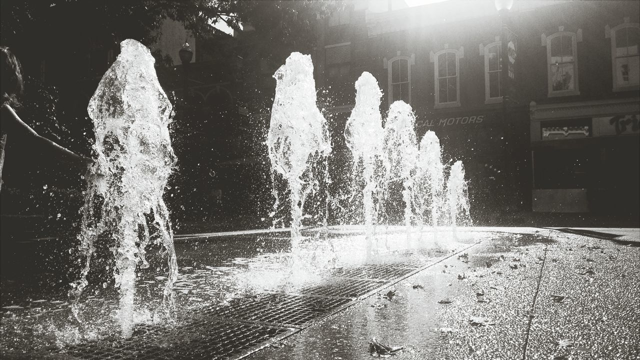 Fountain. Water. Steets. Market.