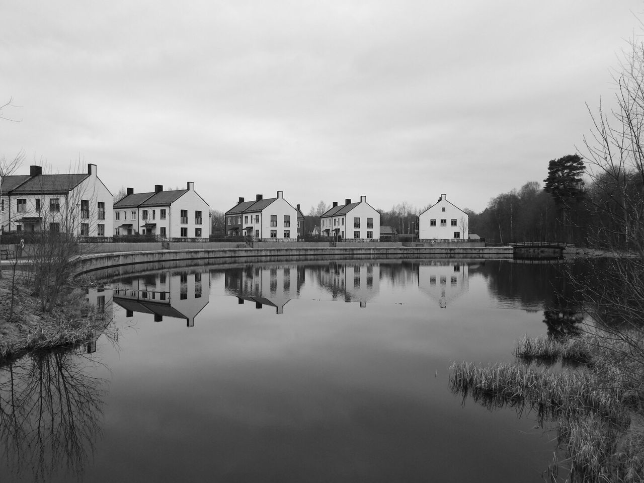 built structure, architecture, building exterior, water, house, reflection, waterfront, outdoors, lake, sky, day, no people, town, nature