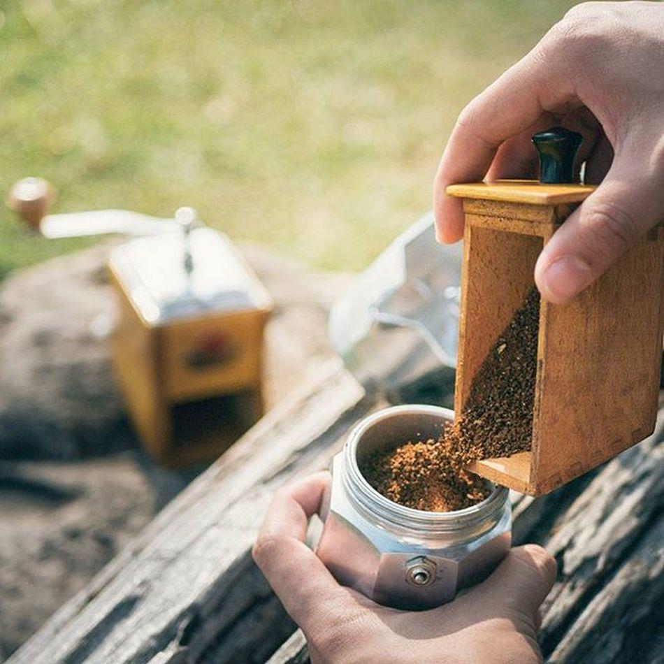 เสียงที่ไพเราะที่สุดของกาแฟคือเสียงเวลาบดด้วยมือ แค่ดูรูปกลิ่นก็พุ่งทิ่มจมูก Manualbrewonly Coffee Grinder Mokapot Mokacoffee Brewing Grinders Coffeegeek Coffeegram Manualbrewing Manualbrew Specialtycoffee Coffeebeans Coffeeoftheday Singleorigin Coffeelover Blackcoffee Blackcoffeeonly Lumixgx8 Lumixfriend Lumixnz Alternativebrewing