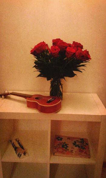 Ukelele i roses
