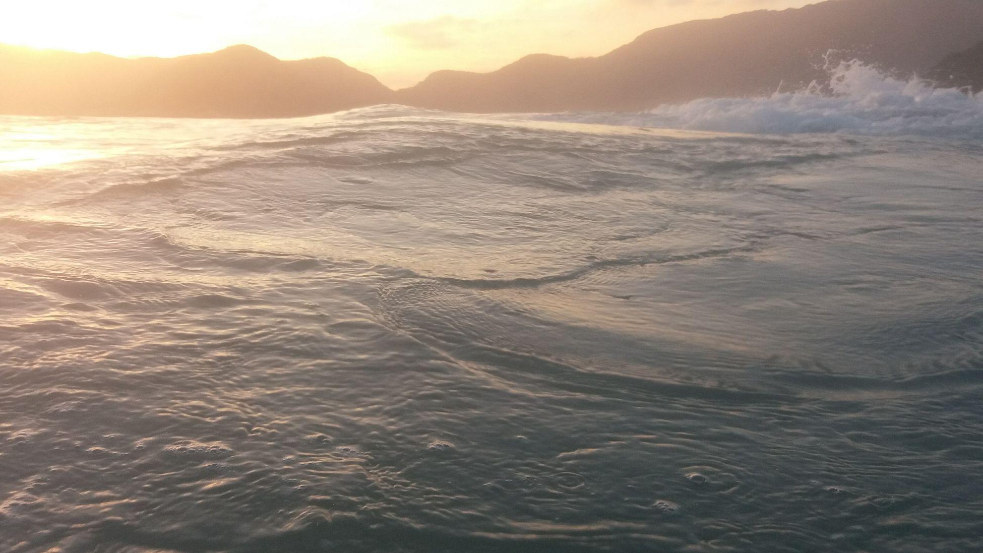 Mar Beach Photography Beach And Montain Beach And Sky Sea Beauty In Nature Brazil Illuminated Reflection Beachphotography The City Light O Rio De Janeiro Continua Lindo 🎶 Rio De Janeiro Eyeem Fotos Collection⛵ Water Wave Sunset Sunlight Flying High