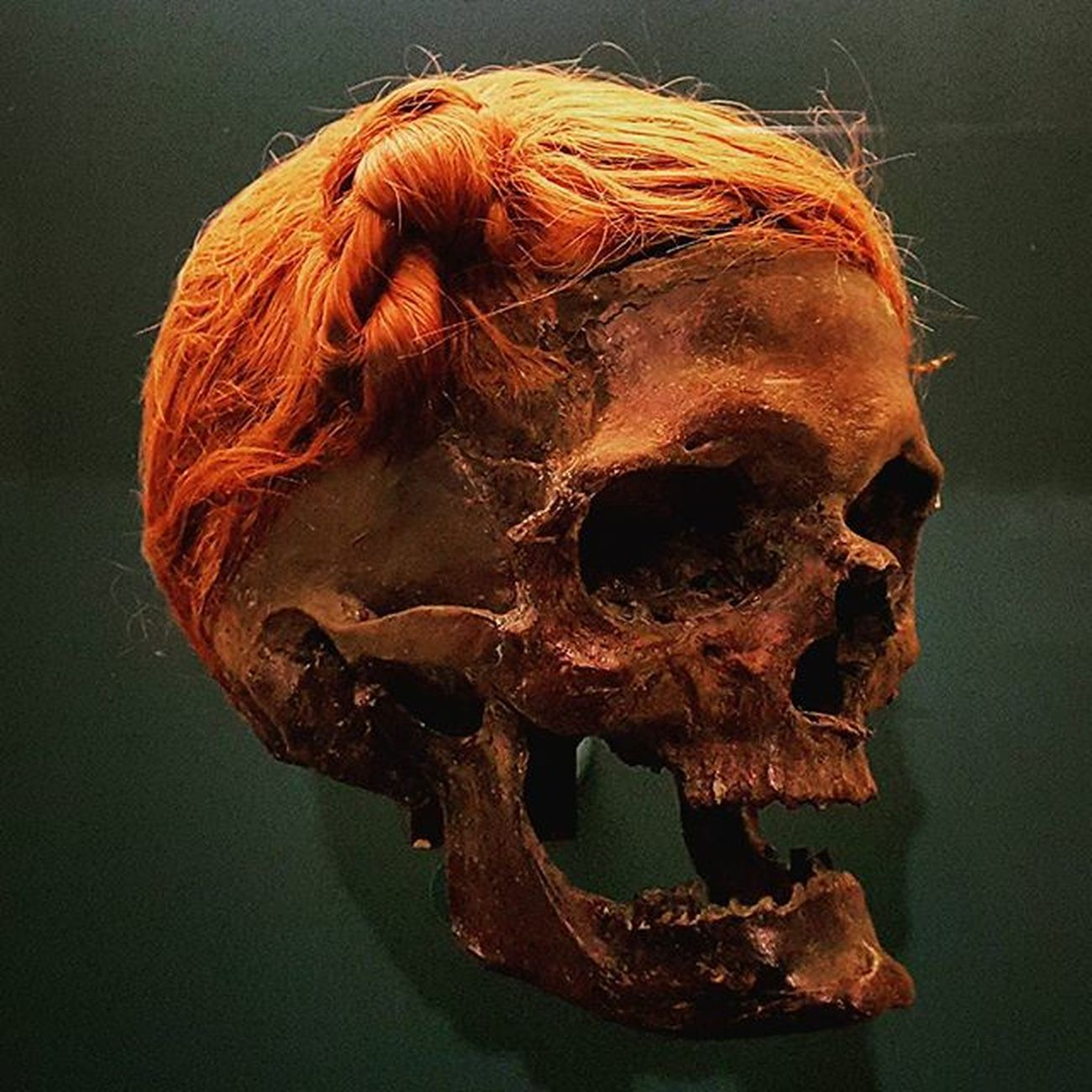 Man from Osterby in North-Germany, a famous bogman. Bogman Mummy History Stoneage Travel Igers Instatravel Reisen Instamood Picoftheday Close Germany Geschichte Moorleiche TOD Death Bones Skull