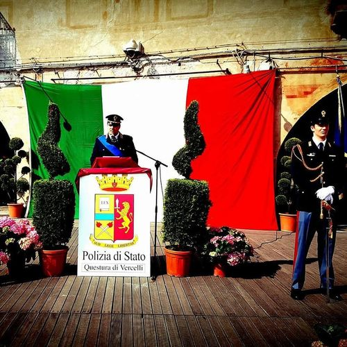 Vercelli Piemontese Piemontexperience Piemonteturismo Piemonte_city Piemonte Piemonte_best_pics Piemonte_super_pics Piemonte👍🏻 Polizia Poliziaitaliana Polizia Di Stato Adult Men Adults Only Day One Man Only People Only Men Indoors  One Person