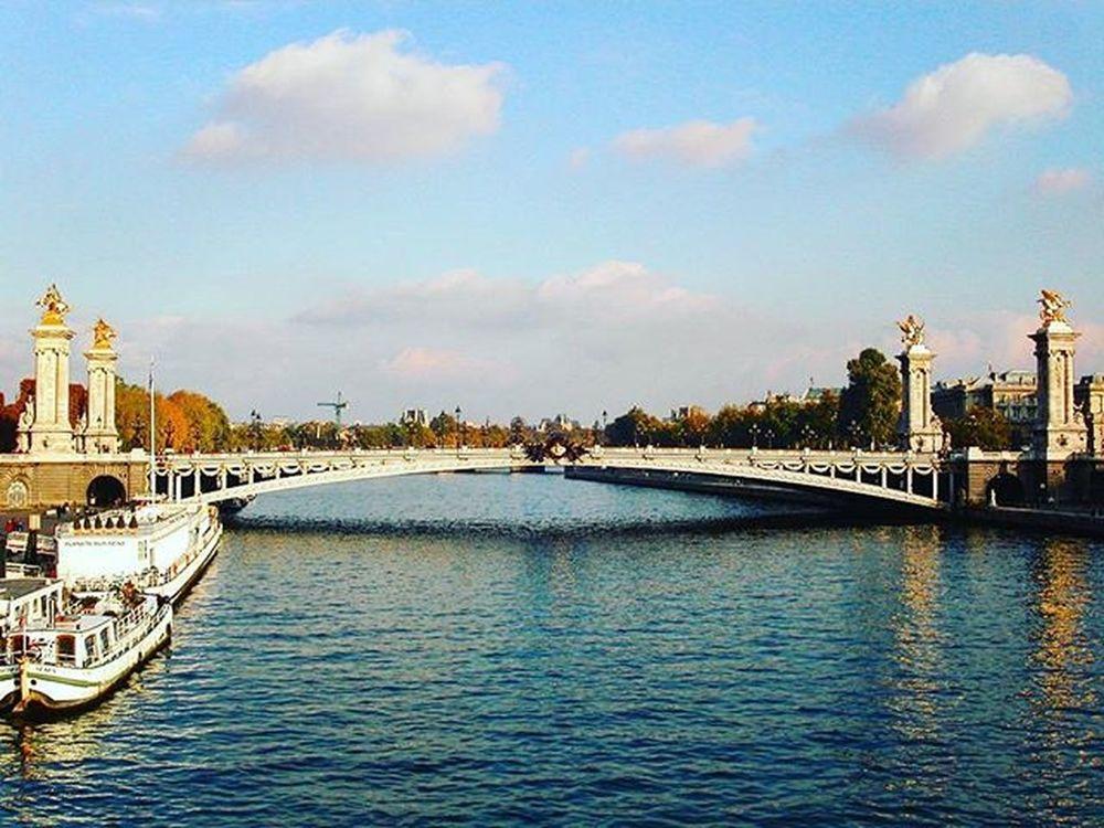 Paris Paris Parisian Architecture France TagForLikes Lifeofphotographer Outdoorphotography Dslrphotography Myminolta Minolta Photoofthedays Helloworld Hello I4i I4i TBT  Instagood WorldWonders Bridge Bridges