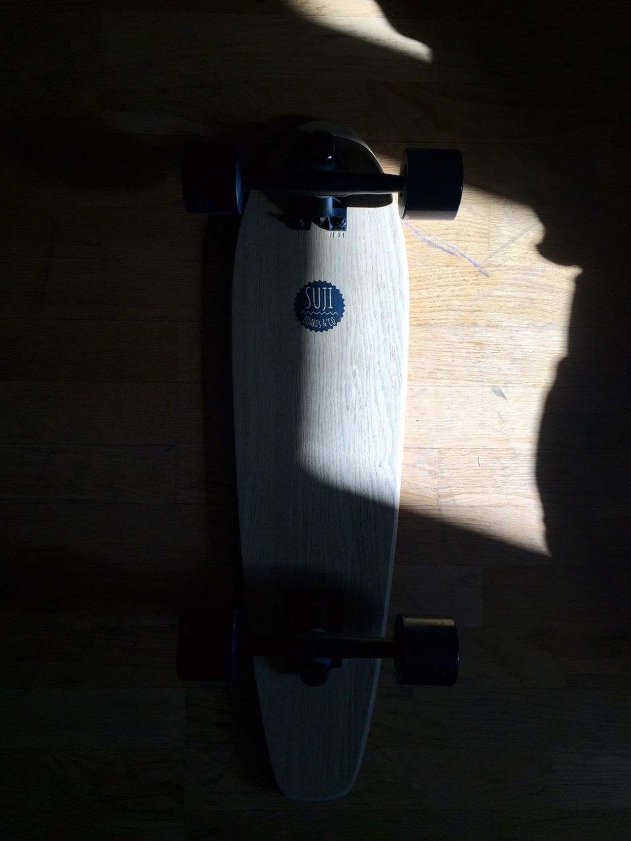 Learn & Shoot: Single Light Source Skateboarding Longboard Skateboard Suji Skateboards Suji Paris Light Light And Shadow France
