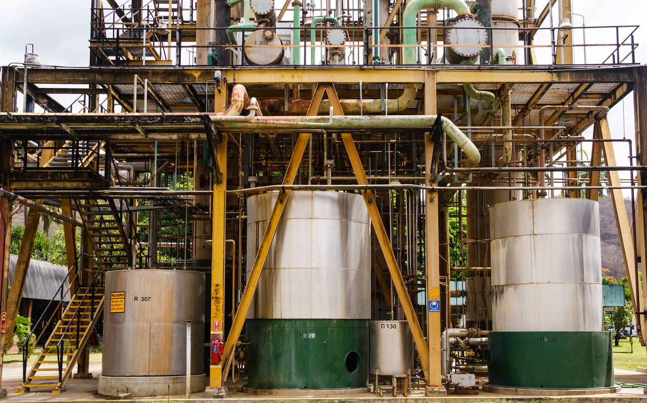 Business Finance And Industry Chemical Plant Factory Foundry Fuel And Power Generation Industry Metal Night No People Oil Industry Oil Refinery Outdoors Petrochemical Plant Pipe - Tube Pipeline Refinery Refueling Storage Compartment Technology Tube
