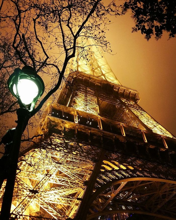 Tour Eiffel Eiffeltower Toureiffelparis Lightup Newyearseve 2017 NewYear Happynewyear Lit Foggysky France