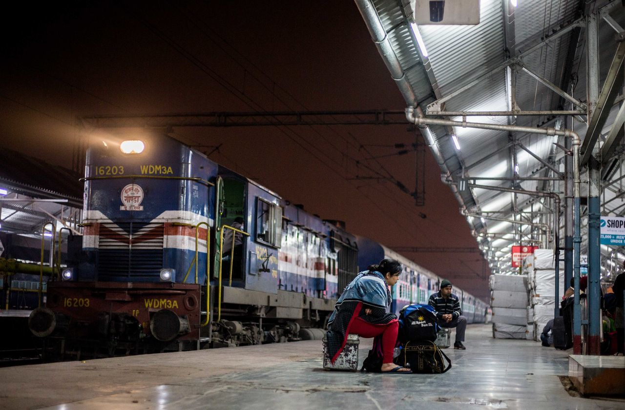 real people, men, transportation, illuminated, mode of transport, lifestyles, architecture, land vehicle, built structure, one person, women, occupation, indoors, night, people