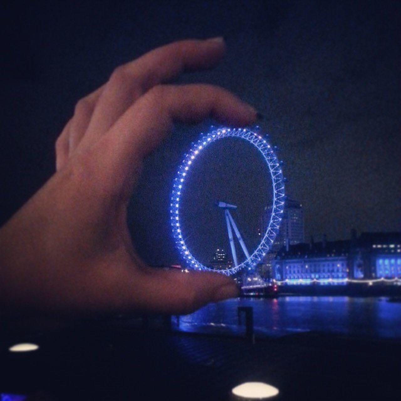 Решила прихватить с собой London eye))) London LondonEye холодно довольныесчастливой нетслов городконтрастов ночныепрогулки