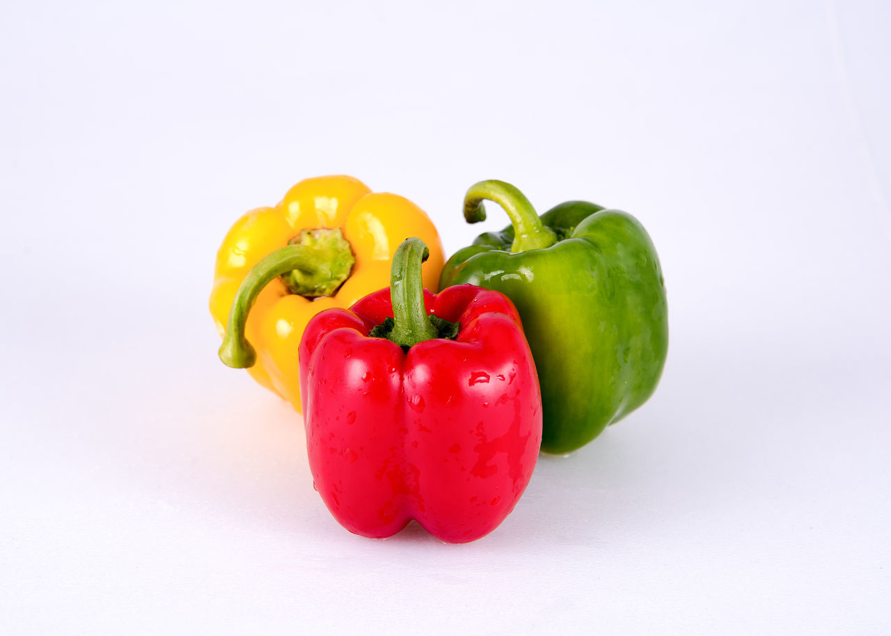 California Peppers Bell Pepper Choice Close-up Food Food And Drink Freshness Green Bell Pepper Healthy Eating No People Red Red Bell Pepper Studio Shot Variation Vegetable White Background Yellow Yellow Bell Pepper