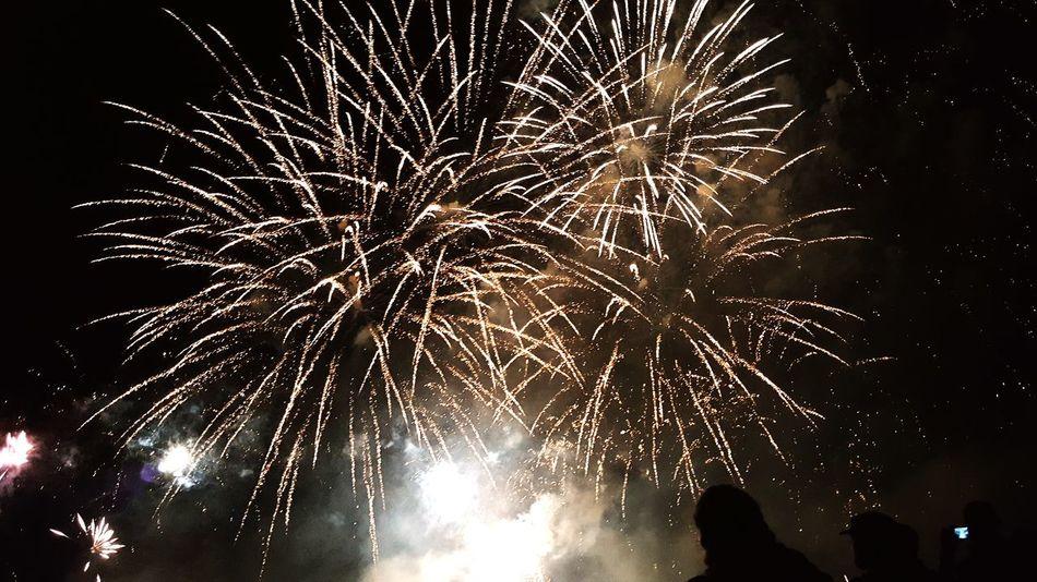 Fireworks 14juillet2016 Nationalday Colorful France Taking Photos Spectacular Amazing_captures Britany Cloud - Sky