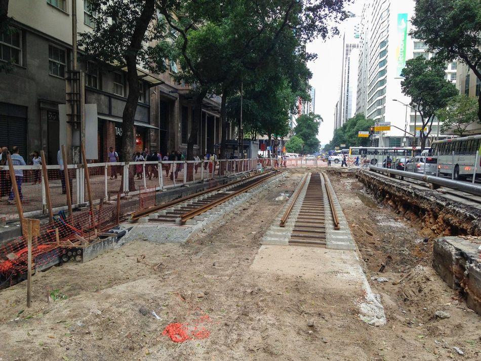 Obras do Vlt Veículo Leve Sobre Trilhos Avenida Rio Branco Centro Rio De Janeiro Transporte Trilhos Under Construction...