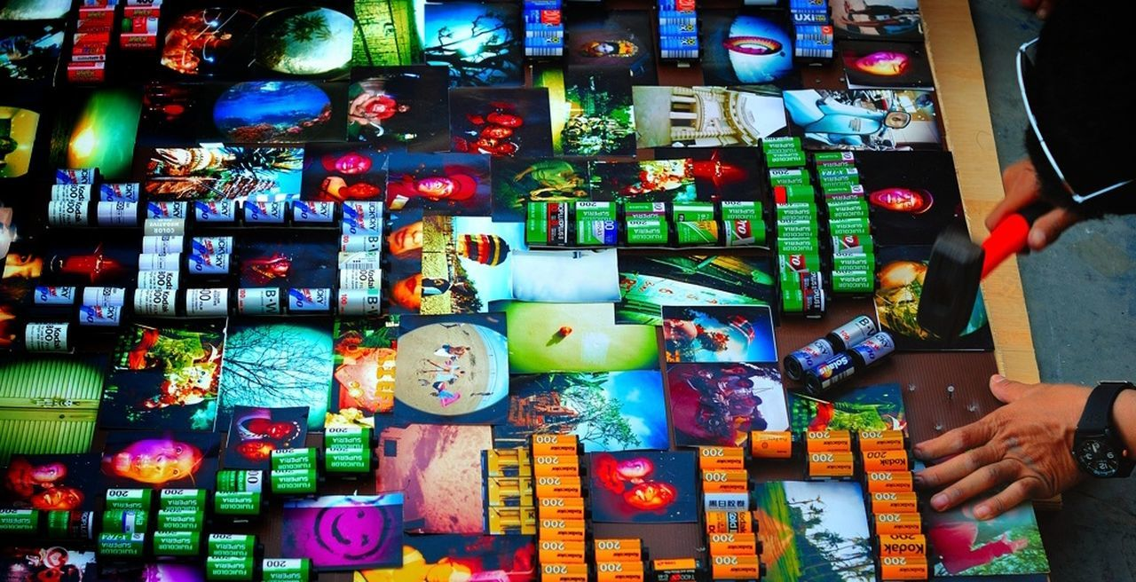 """""""Lomo Lover"""" ... lets play exhibition at Lingkara Bali. Lomonesia Bali Color Explosion Community Exhibition My Smartphone Life"""