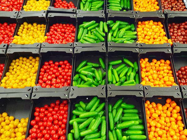 Colourful Colour Showcase April Farbenfroh Gemüse Vegetables Snacktime Snackbar Supermarket Supermarkt Show Us Your Takeaway! Snack Departement Snack Collection Healthy Snacks Gesund Snack Ecke Tomaten Gurken Tomatoes Cucumbers Mini Minies Organic Food Foodphotography Visual Feast