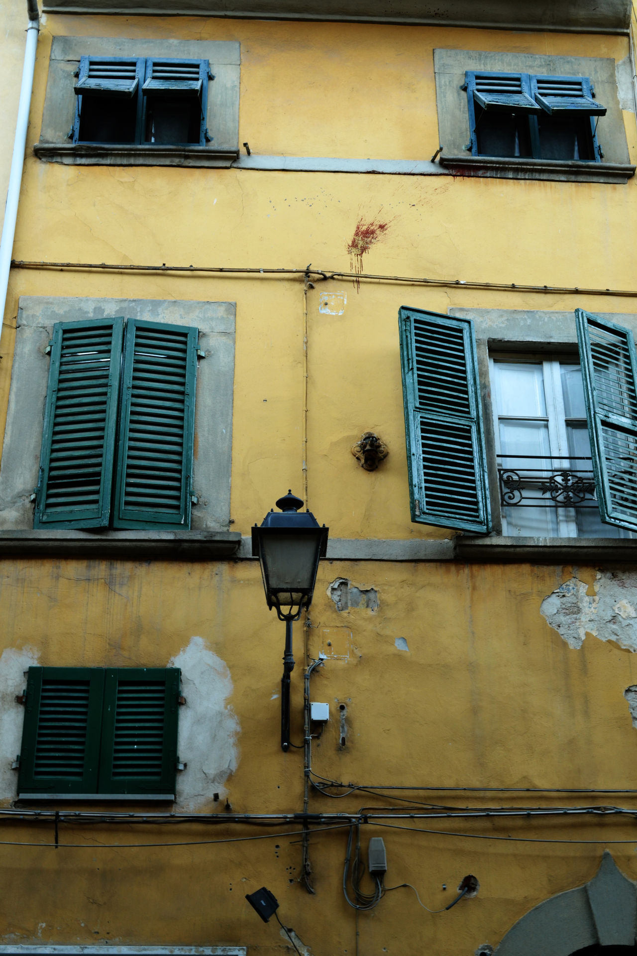 Building Close-up Damaged Detail Everyday Life Exploring Tuscany No People Old Pattern Rustic Rusty Streetphotography Textured  Tuscany Urban Wall Wall - Building Feature Windows Greetings From Italy