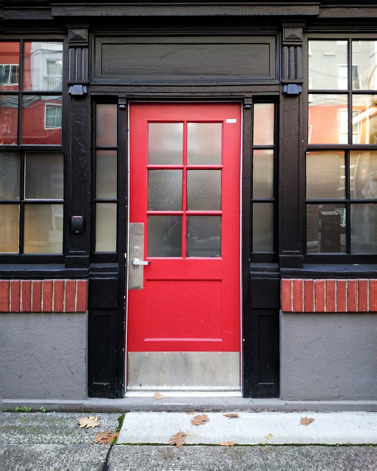 The Door Lieblingsteil Red Door Architecture Building Exterior No People Entrance Streetphotography Adapted To The City Walking Around Sony EyeEm Best Shots Sonyimages Uniqueness PNW EyeEm Masterclass Vibrant Color Uniqueness